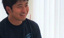 写真1 インタビュー中の石毛さん